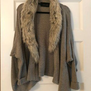 Gray sweater with fur collar (detachable!)
